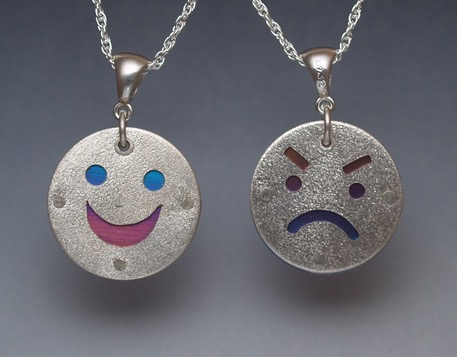 Smiley frowny niobium website